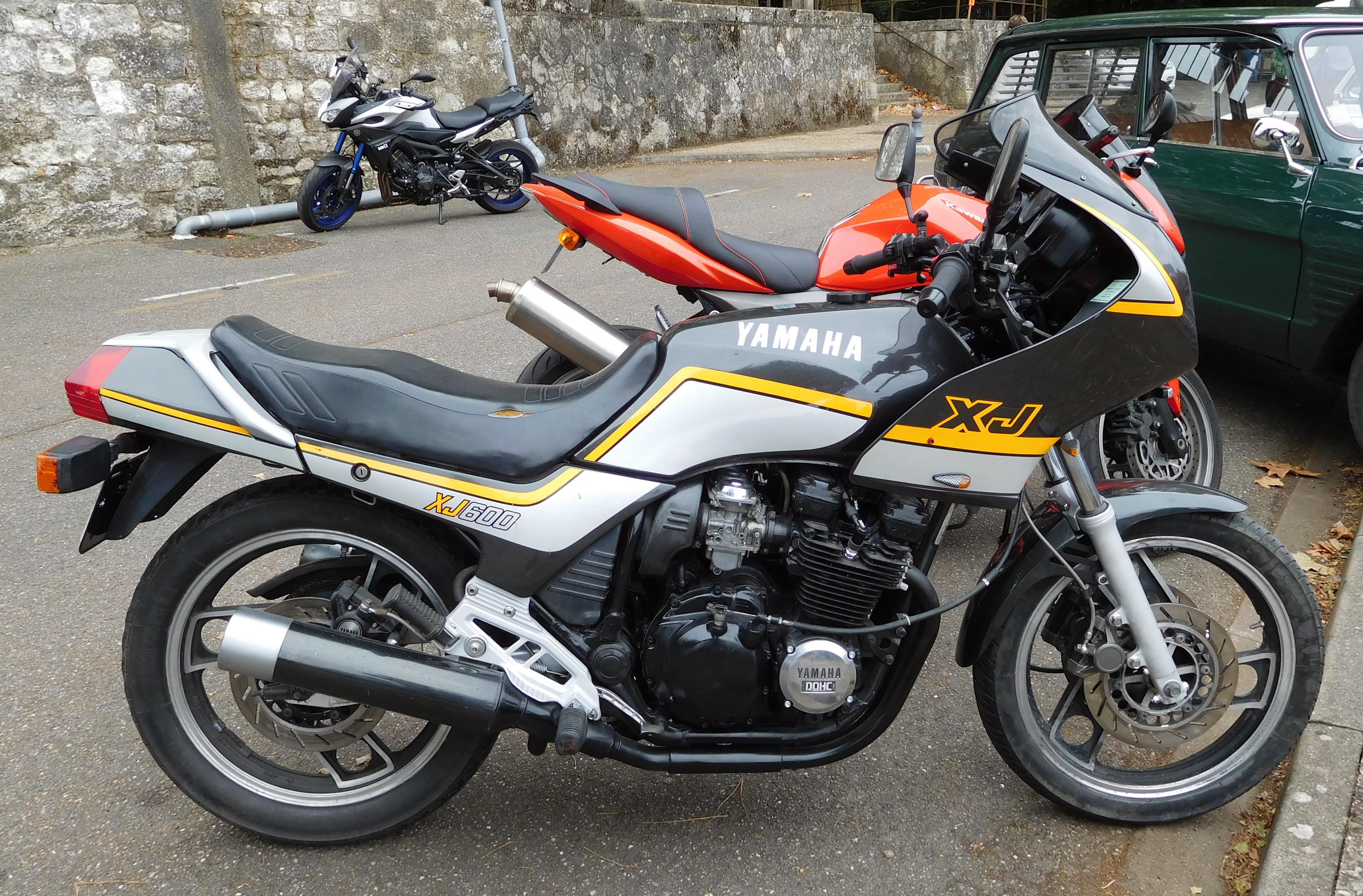 File:Yamaha XJ 600, right view.jpg - Wikimedia Commons